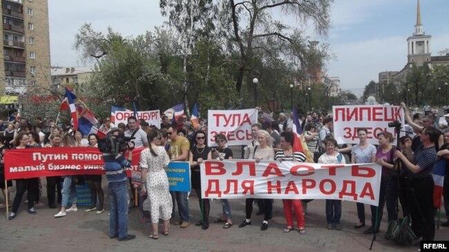 Акция протеста против сноса павильонов в Красноярске, 24 мая 2017 года