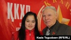 ҚХКП ардагерлер кеңесінің жетекшісі Александр Холодков (оң жақта). Алматы, 6 ақпан 2015 жыл.