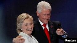 Хиллари и Билл Клинтон на съезде Демократической партии, 28 июля 2016