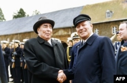 Советский лидер Леонид Брежнев и канцлер ФРГ Гельмут Шмидт. Бонн, 22 ноября 1981 года
