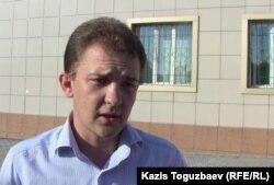Владислав Мадзигон, адвокат отца Софрония. Поселок Отеген батыр Алматинской области, 24 июля 2013 года.