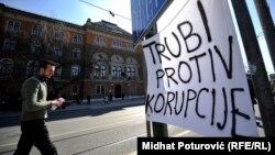 """""""Bosanskohercegovački primjer, u kojem se korupcija, nudi i opravdava kao neminovna ima ozbiljne posljedice i na unutrašnjem i na međunarodnom planu"""", piše Kurspahić"""