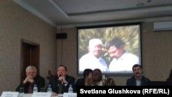 Участники общественных слушаний о мирных собраниях, которые состоялись в конце визита специального докладчика ООН Майны Киаи. Астана, 27 января 2015 года.