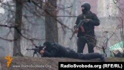 Силовики ведуть вогонь по мітингувальникам в центрі Києва, лютий 2014 року