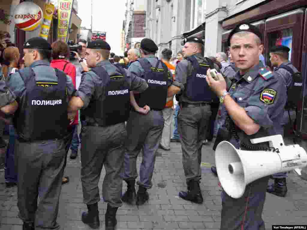 В Москве на Триумфальной площади состоялась акция оппозиции в защиту 31-й статьи Конституции РФ