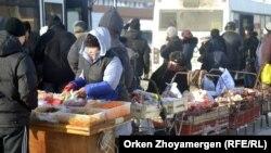 Продажа мяса рядом с автобусной остановкой. Астана, 19 января 2013 года.