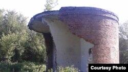 Разрушенная и разграбленная насосная станция канализационного коллектора