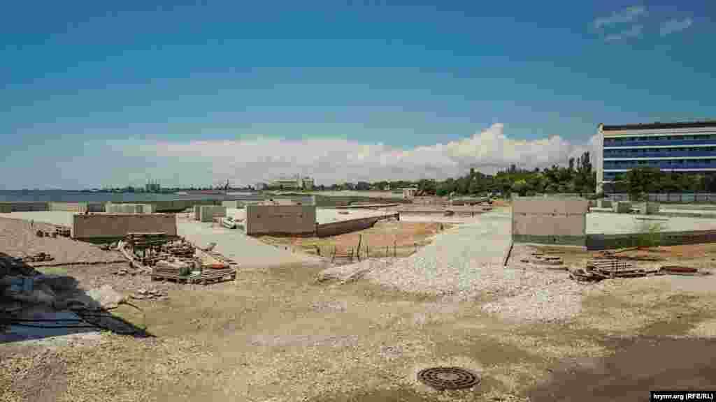 Saq gölüniñ yalısını endi üçünci yıldan berli tamir eteler. İş ketişatı bayağı sozulğan
