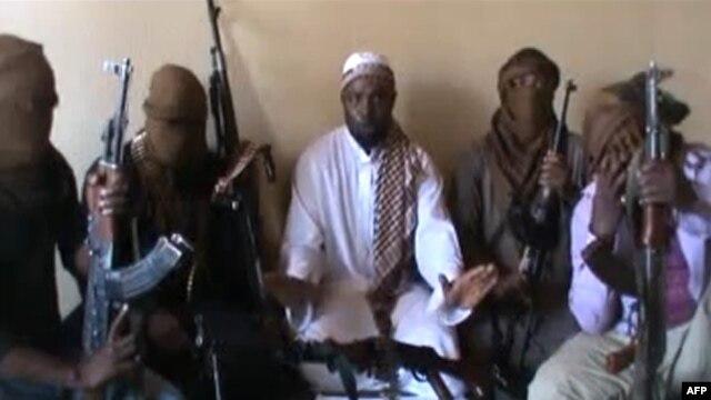 ابوبکر شکائو، رهبر گروه بوکوحرام (نفر وسط)