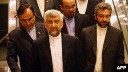سعید جلیلی، دبیر شورای عالی امنیت ملی (نفر وسط).
