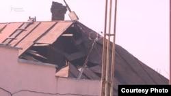 Дом, на который упала бетонная плита.