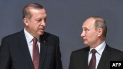 Президент Турции Реджеп Тайип Эрдоган (слева) и президент России Владимир Путин. Стамбул, 10 октября 2016 года.