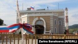 ცხინვალში ე.წ. სარეფერენდუმო კენჭისყრის უბნები ორ ადგილას იყო გახსნილი ოკუპირებულ ტერიტორიაზე - რუსეთის საელჩოს ეზოში და მეოთხე რუსულ სამხედრო ბაზაზე.