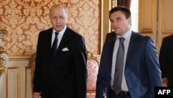 Министр иностранных дел Франции Лоран Фабиус и глава МИД Украины Павел Климкин во время встречи в Париже
