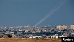 Сектор Газа - следы от ракет, запущенных в сторону Израиля