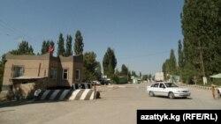 Кыргыз-өзбек чек арасындагы бекет, Кадамжай.