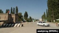 Кыргыз-өзбек чек арасы. Баткен, Кадамжай району.
