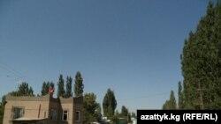 Боткендаги ўзбек-қирғиз чегарасига ўрнатилган ўтказиш пунктларидан бири.
