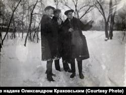 Густав Шольц (ліворуч) разом с сином Віктором (праворуч), Луганськ, 1933 рік