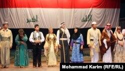 أعضاء الفرقة القومية للفنون الشعبية يحيون الحاضرين للإحتفال