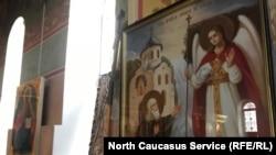 Простреленные иконы в церкви Михаила Архангела в Грозном после нападения в марте 2018