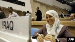 النائبة العراقية حنان الفتلاوي أثناء مشاركتها في مؤتمر دولي عن الفيدرالية عقد في نيودلهي - تشرين أول 2007