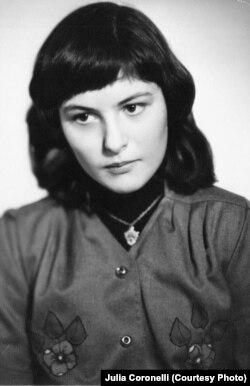 Джулия Коронелли в 16 лет