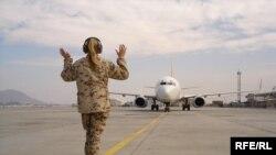 Sinoviç razılaşır ki, Kabul hava limanında təhlükəsizlik tədbirləri zəifdir