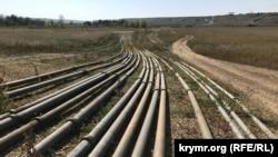 Трубы возле Тайганского водохранилища, сентябрь 2020 года