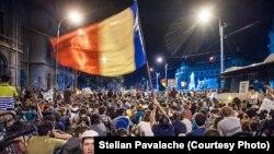 Proteste la București împotriva proiectului Roșia Montană, la 2 septembrie (Sursa: @Stelian Pavalache | www.photodesign.ro (ziua 2) | #rosiamontana)