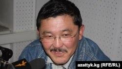 """Аскар Бешимов """"Азаттыктын"""" студиясында."""