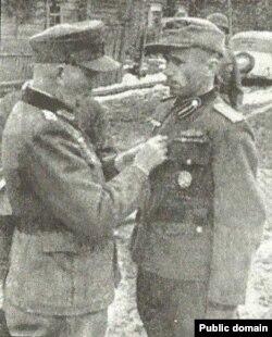 Аляксандар Буглай (справа)