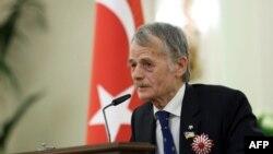 Lideri i veteranëve të tatarëve të Krimesë, Mustafa Dzhemilev