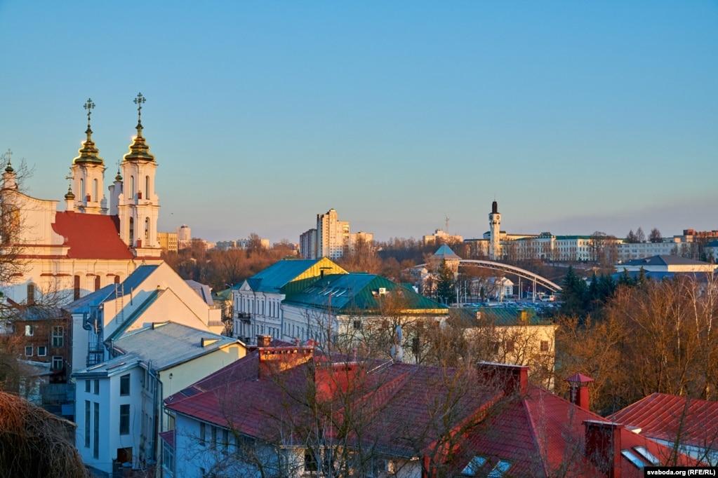 Панарама горада з вежамі Ўваскрасенскай царквы