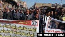 مظاهرة في السماوة تطالب بإلغاء إمتيازات أضاء مجلس النواب