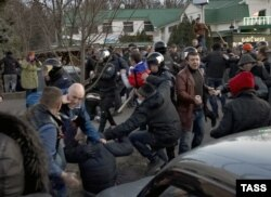 Харьковтегі ресейшілдер мен украинашылдар қақтығысы.