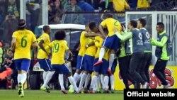 Бразилия курамасы тайпалык жеңишин майрамдоодо. 21-июнь, 2015-ж.