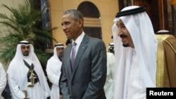 Президент США Барак Обама (в центре) и король Саудовской Аравии Салман (справа). Эр-Рияд, 20 апреля 2016 года.