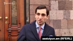 Глава оппозиционной фракции «Луйс» Совета старейшин Еревана Давид Хажакян (архив)