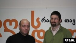სიმონ ჯანაშია (მარჯვნივ), ექსპერტი განათლების საკითხებში და ზვიად მიმინოშვილი, მე-14 საჯარო სკოლის დირექტორი