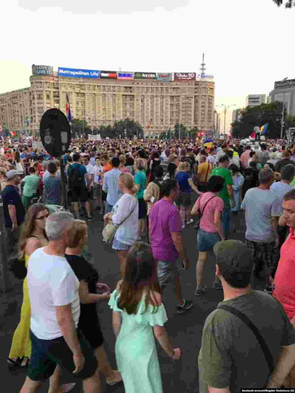 Lumea s-a adunat odată cu ridicarea arșiței de peste București