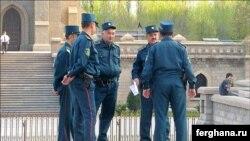 Милиционеры в Узбекистане.
