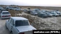 Автомобили ВАЗ на туркменско-казахстанской границе