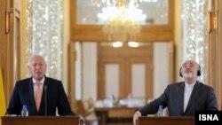 محمد جواد ظریف (راست) وزیر خارجه ایران همراه با خوزه مانوئل گارسیا مارگالو، همتای اسپانیاییاش.