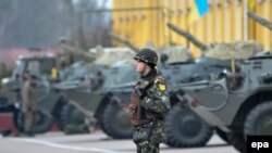 Военная техника во Львове. 3 марта 2014 года.