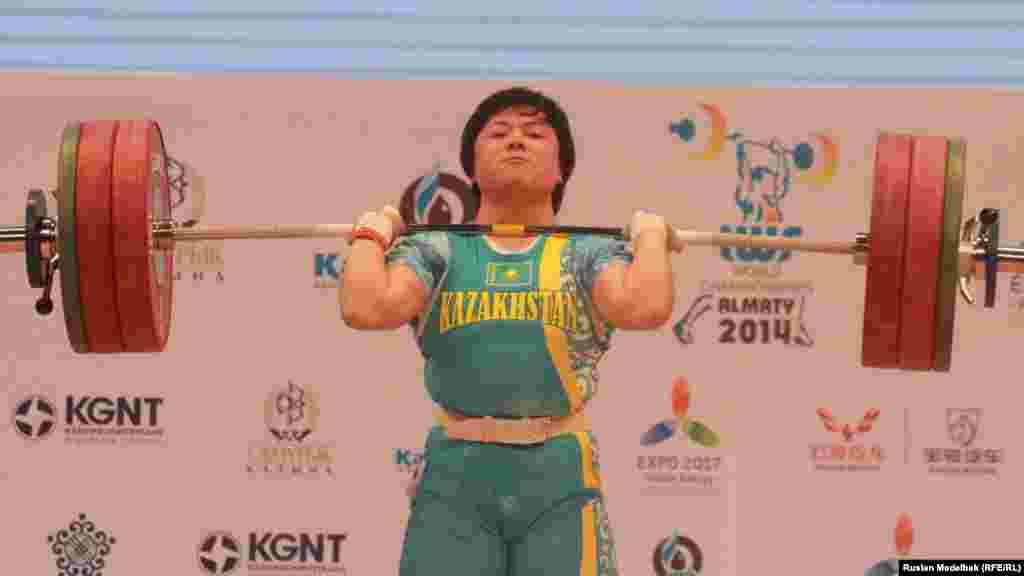 Казахстанка Жазира Жаппаркуль завоевала 14 ноября серебряную медаль.