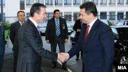 Премиерот Никола Груевски се сретна со генералниот секретар на НАТО Андрес Фог Расмусен во Брисел на 25 јануари 2012.