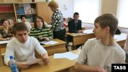 Решение Лужкова об обязательном трудоустройстве в московской академии предпринимательства при правительстве Москвы одобряют