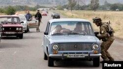 """Украинаның """"Азов"""" батальоны хәрбие Мариуполь тирәсендә тикшереп үткәрү капкасында"""