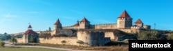 Бендерська фортеця, споруджена в 1538–1541 роках під керівництвом архітектора Сінан на правому березі річки Дністер у місті Бендери (Молдова, Придністров'я)